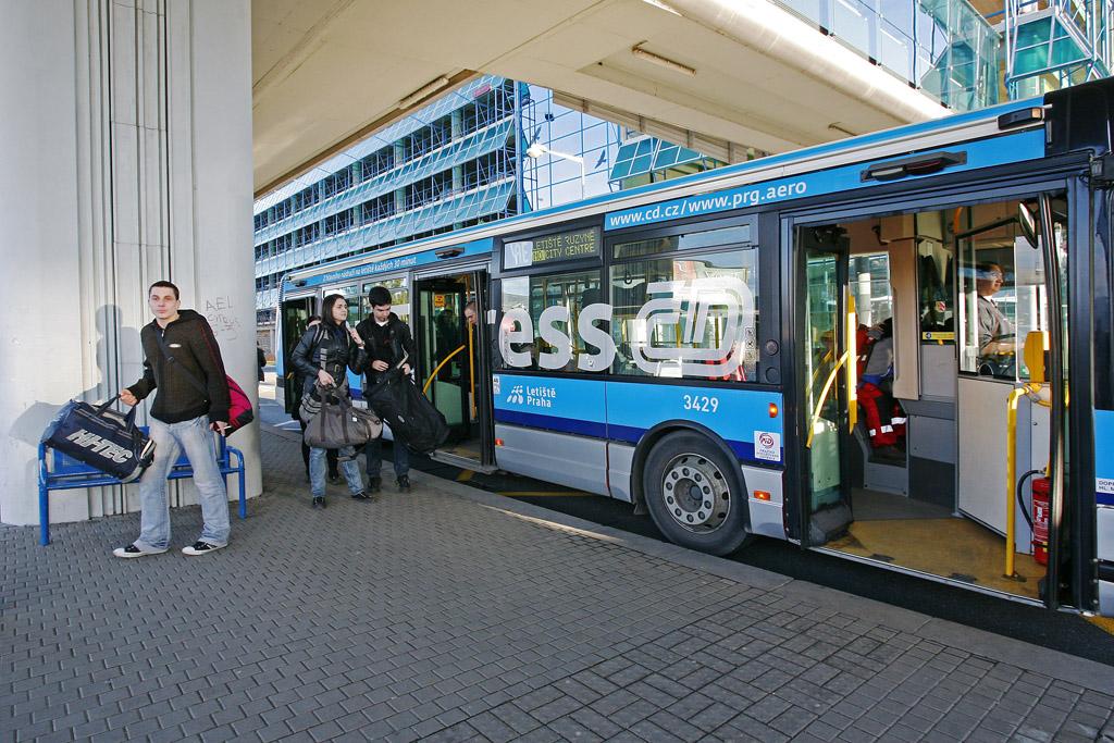 Как добраться из аэропорта Праги в город на автобусе