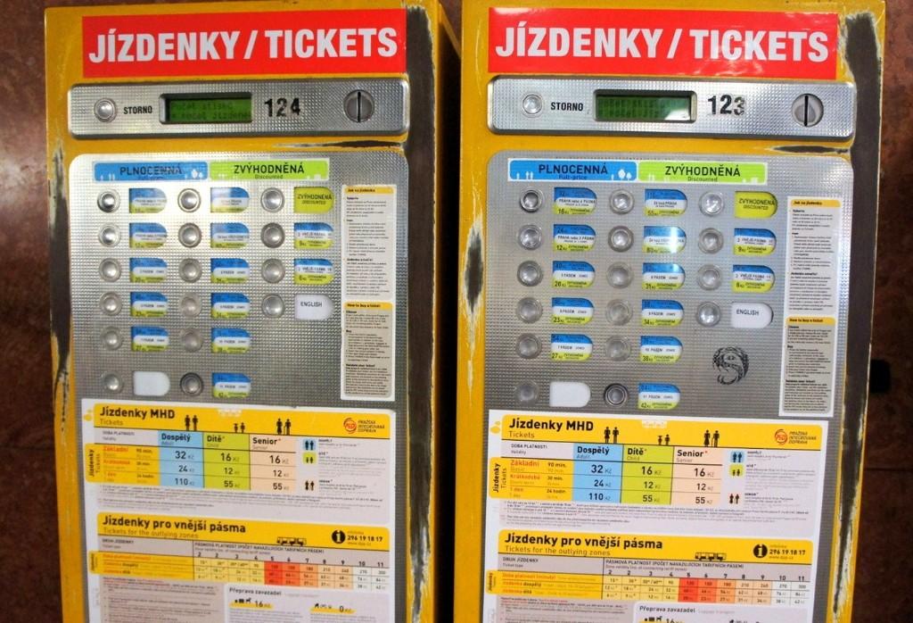 Как купить билет на транспорт в Праге