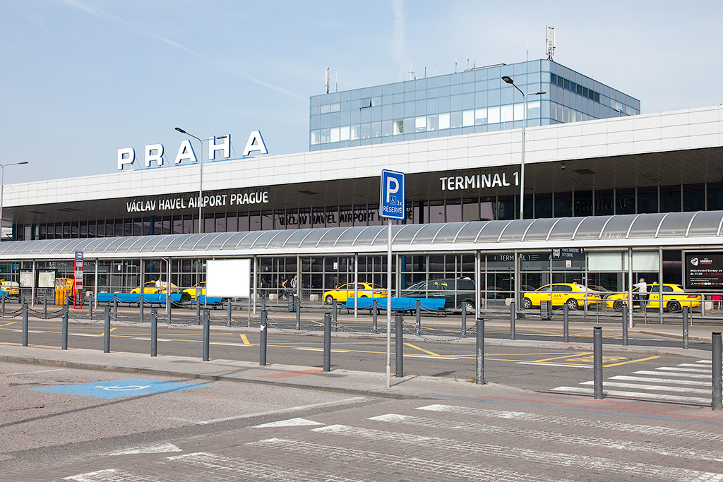 Как доехать от аэропорта Праги в город