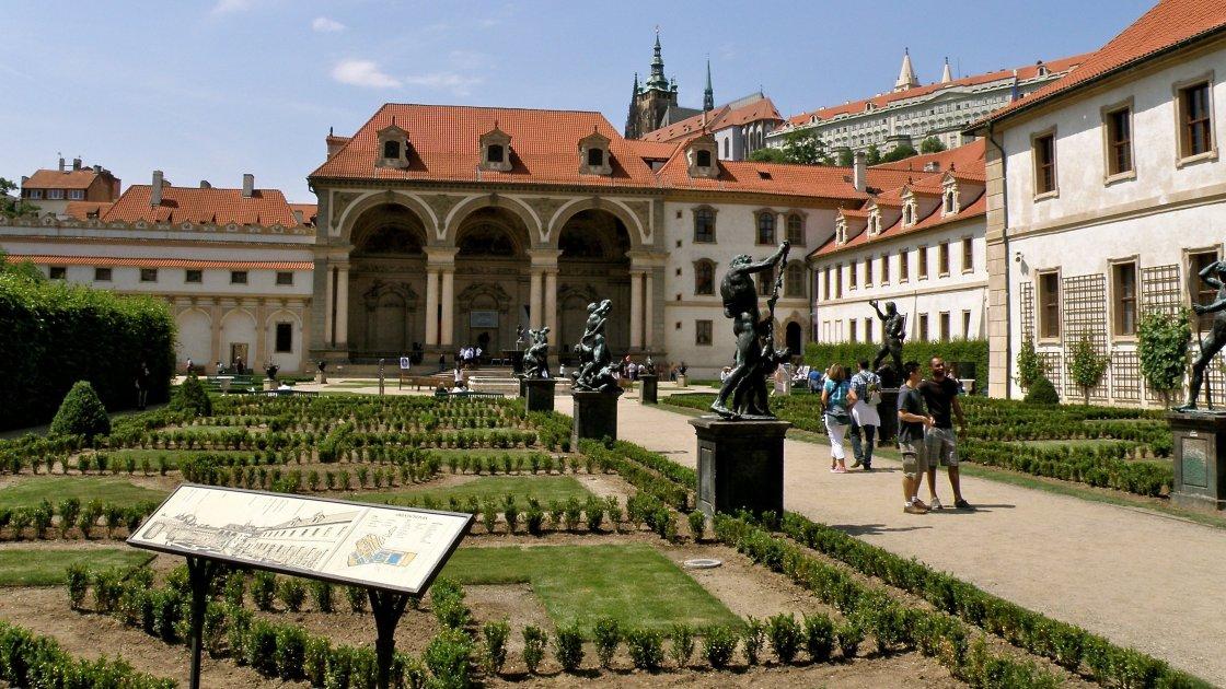 Бесплатные экскурсии по Праге на русском языке