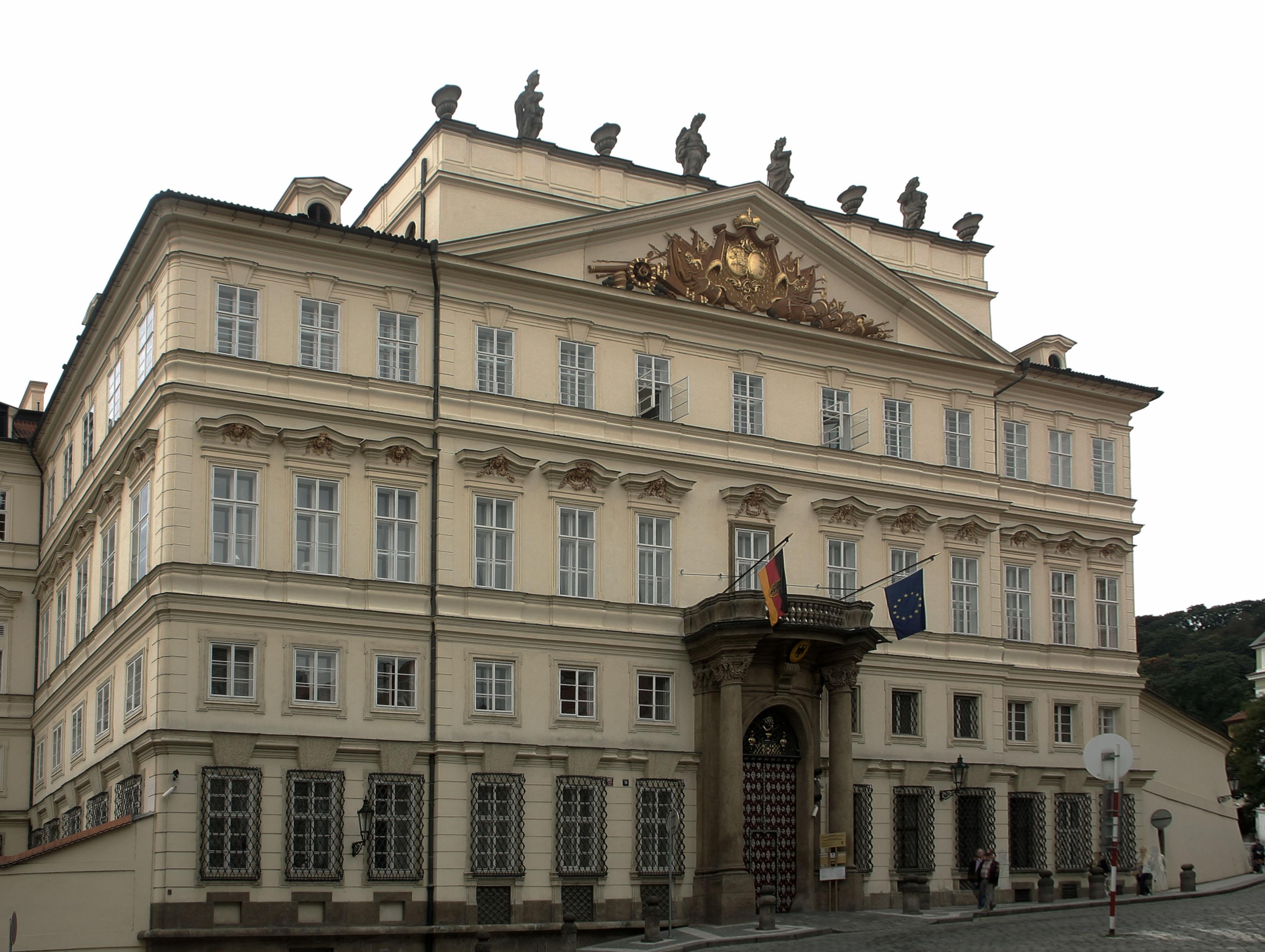 Лобковицкий дворец (Lobkovický (Lobkowiczký) palác) в Праге