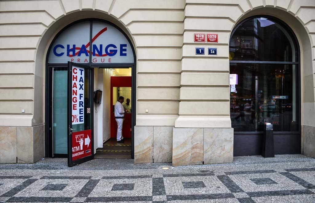 Где можно поменять деньги в Праге