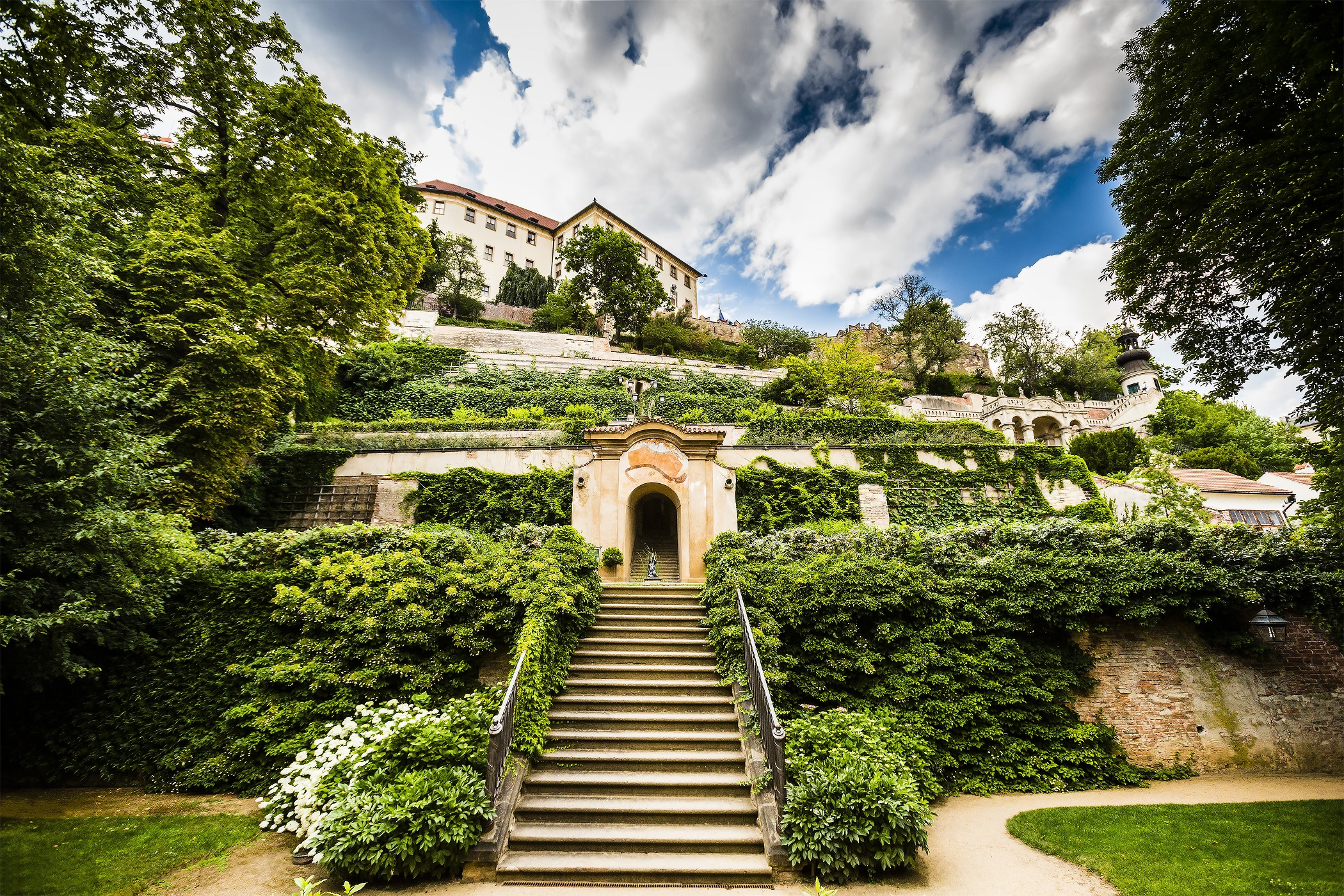 Какие есть сады в Пражском Граде